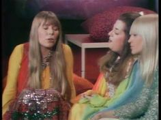 "Joni Mitchell, Cass Elliot and Mary Travers singing ""I Shall Be Released"" (1969)"