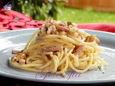 Spaghetti con noci e speck, primo piatto rustico, ricco di sapore! perfetto per una cena in compagnia!