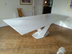 Extendable version of Victoria dining table in Dekton NAYLA with Nube matt frame. Available in other sizes and configurations. Delivered to our clients in Horsham. Modern Interior Design, Interior Design Living Room, Living Room Designs, Inspire Me Home Decor, Sofa Design, Furniture Design, Paint Colors For Home, Extendable Dining Table, Home Office