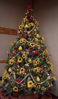 perennial passion sunflower christmas tree i might use this more for a fall tree but if i was at a flower themed christmas show - Country Themed Christmas Tree Decorations
