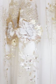 close up of the INSANE detail on this dress by http://www.clairepettibone.com/  Photography by simplybloomphotography.com
