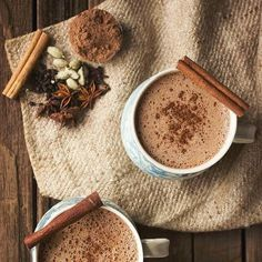 8 Delicious Hot Chocolates You Must Make This holiday season- fall/ winter drinks- Chai Hot ChocolateMake your wintry beverage even more delicious by combining the two ultimate comforting hot drinks — chai and hot chocolate. Winter Drink, Winter Food, Yummy Drinks, Yummy Food, Healthy Drinks, Best Hot Chocolate Recipes, Café Chocolate, Chocolate Smoothies, Chocolate Mouse
