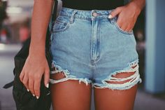 OMG!!!! ABSOLUTLY IN LOVE WHIT THIS HIGH WAISTED SHORTS!!!! For SUMMER will be PERFECT. Ripped style short. STREET STYLE