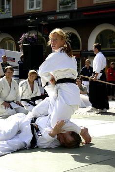 Indian Martial Arts, Martial Arts Women, Aikido Martial Arts, Soccer Backgrounds, Bjj Memes, Self Defense Women, Female Martial Artists, Ju Jitsu, Mixed Wrestling