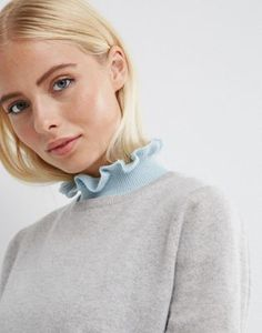 Ruffle Neck Knit Bib