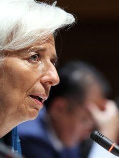 FMI propõe dispensa de 50 mil professores e corte em todas as pensões