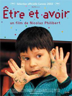 Être et avoir (2002). Dir: Nicolas Philibert. Inspirado en el fenómeno francés de la clase única, muestra la vida de una pequeña clase de un pueblo a lo largo de todo un curso. Una docena de alumnos entre 4 y 10 años, reunidos en la misma clase, se forman en todas las materias bajo la tutoría de un solo profesor de extraordinaria dedicación. En #BibUpo http://athenea.upo.es/record=b1560725