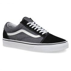 VANS Old Skool black suede chambray chaussures semi-montantes hommes 75,00 € #vans #vansshoes #vansfootwear #vansoffthewall #skateshoes #skateshoe #skate #skateboard #skateboarding #streetshop #skateshop @PLAY Skateshop
