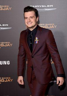 Josh Hutcherson at the Mockingjay Part 2 LA premiere. Hunger Games Mockingjay, Mockingjay Part 2, Josh Hutcherson, Cute Celebrities, Celebs, Divergent Funny, Veronica Roth, Perfect Boyfriend, The Fault In Our Stars