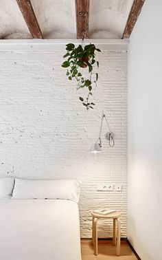 An exposed brick wall in a room doesn't always mean industrial. Moreover if we talk about the specific white brick wall, the style and design it suits will be way more than just one kind. The range is wide as . Small Apartment Bedrooms, Small Apartments, Home Bedroom, Bedroom Decor, Brick Bedroom, Nordic Bedroom, Bedroom Wall, Bedroom Ideas, Look Wallpaper