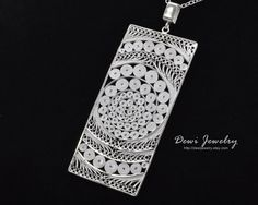 Sterling Silver Filigree Infinity Pendant von DewiJewelry auf Etsy Filigree Jewelry, Sterling Silver Filigree, Modern Jewelry, Jewelry Art, Fashion Jewelry, Infinity Pendant, Metal Clay, Minimalist Jewelry, Quilling