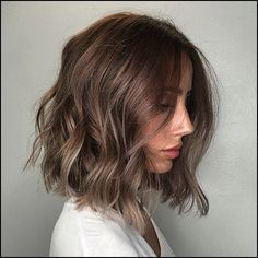 current alternatives to hairstyles for short wavy hair 2020 frisuren haare hair hair long hair short Short Hair Cuts For Round Faces, Round Face Haircuts, Curly Haircuts, Cute Bob Hairstyles, Round Face Bangs, Bob Haircut For Round Face, Hair Cut Straight, Short Brunette Hairstyles, Short Bob Round Face