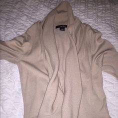 8th Avenue & Madison Sweater In perfect condition. Cute cardigan for fall. Can be dressed up for business casual clothes or dressed down with leggings and boots. Length is to waist, or to the top of wear jeans usually sit. 8th Avenue & Madison Sweaters Cardigans