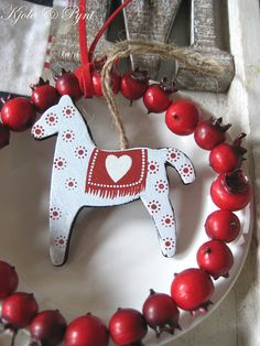 Traditionally Scandinavian Christmas deco~classic