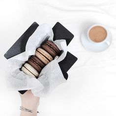 so super sweet macarons // ♡ Amäłi Hiłtøn ♡ I Love Food, Good Food, Yummy Food, Food Styling, Macarons, Food Goals, Coffee Break, Sweet Recipes, Cravings