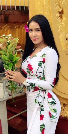 Beautiful Women Pictures, Beautiful Girl Photo, Beautiful Asian Girls, Myanmar Traditional Dress, Traditional Dresses, Girl's Day Yura, Myanmar Dress Design, Burmese Girls, Myanmar Women