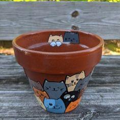 Painting Terracotta Pots, Painting Clay Pots, Painted Plant Pots, Terracotta Flower Pots, Painted Flower Pots, Diy Painting, Pots D'argile, Clay Cats, Decorated Flower Pots