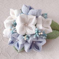 〈つまみ細工〉紫陽花の髪飾り(大・白と水色)の画像 More