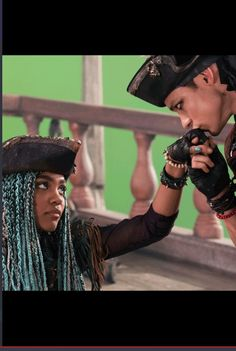 Huma (Harry and Uma) Disney Channel Descendants, Descendants Cast, Descendants Videos, High School Musical, Tokyo Ghoul, Harry Hook, China Anne Mcclain, Decendants, Old Disney