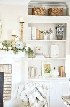 5 deco ideas with a wooden ladder - HomeDBS Fall Mantle Decor, Fall Home Decor, Autumn Home, Fall Mantels, Elegant Homes, Decor Styles, Farmhouse Decor, Living Room Decor, Interior Design