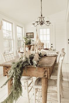 Ceelbrate your love for sountry style with Rustic Christmas decoration ideas. These rustic & Farmhouse style Christmas home decor will be warm & festive. Farmhouse Christmas Decor, Christmas Home, Holiday Decor, Xmas, Rustic Christmas, Fall Decor, Christmas Ideas, Simple Christmas Trees, Christmas Dinning Table Decor