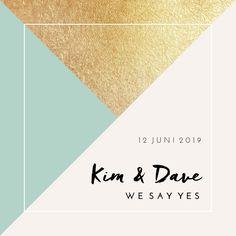 Classy, hip en feetselijke trouwkaart met geometrische vormen en gouden accenten. Hip en chique!