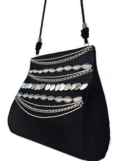 bolsa preta, bolsa boho, bolsa preta chique, bolsa chic, bolsa bordada, bolsa com aplicações Boho Chic, Shoulder Bag, Bags, Fashion, Drawstring Pouch, Purse Holder, Crossbody Bag, Chains, Shabby Chic