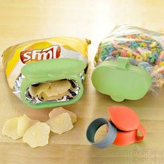 Simple Inventions That Are Borderline Genius Pics) . Must visit the kitchen gadget store! Cool Kitchen Gadgets, Kitchen Tools, Cool Kitchens, Cheap Kitchen, Smart Kitchen, Kitchen Stuff, Awesome Kitchen, Cool Kitchen Appliances, Buy Kitchen