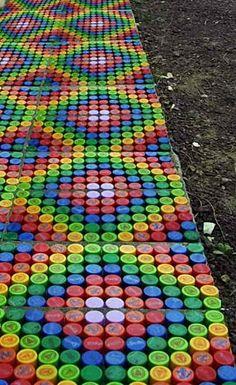 Как сделать садовую дорожку из крышек от пластиковых бутылок | Дача - впрок