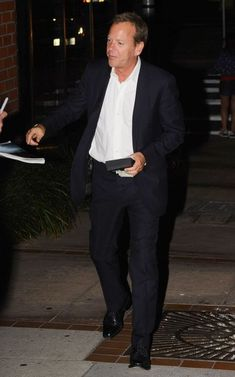 Kiefer Sutherland Photos Photos - '24' actor Kiefer Sutherland out for dinner with a friend in Brentwood, California on August 19, 2014. Kiefer has hinted that the studio might bring back '24' for one more season. - Kiefer Sutherland Out for Dinner