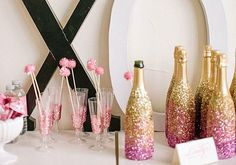glitter champagne bottles, easy wedding DIY project http://www.itgirlweddings.com/blog/glitter-my-champs