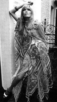 Ossie Clark and Celia Birtwell Ossie Clark, Gypsy Style, Bohemian Style, Boho Chic, Boho Hippie, Hippie Style, 70s Fashion, Fashion History, Vintage Fashion