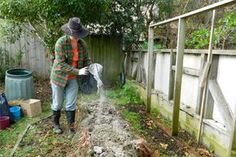 Cenușa obținută în urma arderii lemnelor poate fi utilizată ca îngrășământ natural pentru solul din grădină, întrucât conține o mulțime de substanțe hrănitoare care pot completa care