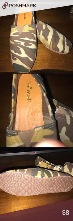 Avanti Desert Camo shoes Avanti Desert Camo shoes.  Size 10 Avanti Shoes Flats & Loafers