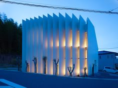 Built by Fujiwarramuro Architects in Muko, Japan with surface 100.29. Images by Toshiyuki Yano. A mezzanine-floored residence consisting of a single-roomed space, located on a fan-shaped site.   The movements of t...