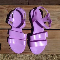 JUJU Jelly Sandals Only worn a couple times! Super cute and comfortable! Juju Shoes Sandals