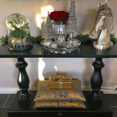 Fantastiske @torillsyn1 med DUBAI CONSOLE fra #classicliving  #livingroom #like4like #likeforlike #lovely_interior #lovehomedecorating #classicliving #classyinteriors #dubaiclassic #nordbyeninteriorsenter #christmasdecor #bryggainteriør #passion4interior #paradisetinterior #glamintetior1 #beautifulinterior #in#inspohome #instapic #instamood #instamoment #consoletable #interior444 #interior4all #interiordecor #interiorinspo #homedecor #interiorwarrior #herregårddesign