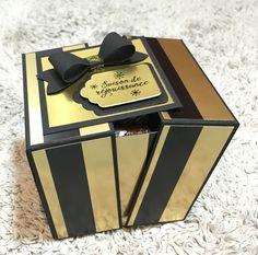 Boîte à étiquettes de Noël et son tuto ☃️ Papel Scrapbook, Scrapbooking Box, Exploding Box Card, Surprise Box, Chocolate Packaging, Altered Boxes, Explosion Box, Diy Box, Custom Dolls