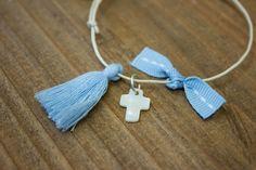 Μαρτυρικά 50τεμ MRC-004  Χειροποίητα μαρτυρικά βραχιολάκια με σταυρό από φίλντισι, σιέλ φουντίτσα και φιογκάκι στο ίδιο χρώμα, σε έναν αρμονικό συνδυασμό με λευκό κορδόνι. Tassel Necklace, Tassels, Drop Earrings, Jewelry, Jewellery Making, Jewels, Jewlery, Jewerly, Tassel