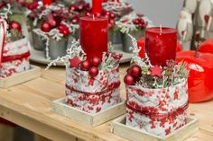 Christmas Home, Christmas Wreaths, Christmas Decorations, Table Decorations, Cute Candles, Red Candles, Christmas Crafts, Centerpieces, Projects To Try