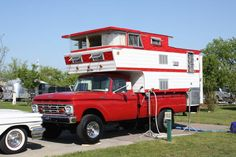 Vintage Trailers at Tin Can Tourist Spring Rally this is how I grew up camping, but ours wasn't quite this fancy! Pickup Camper, Vw T1 Camper, Kombi Motorhome, Diy Camper, Motorhome Travels, Camper Life, Camper Ideas, Cabover Camper, Homemade Camper