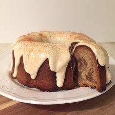 olles *Himmelsglitzerdings*: Vanilla-Chai-Latte Gugelhupf mit Frischkäseglasur #Tea(m)gebäck