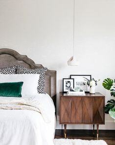 Clean bedrooms, clear hearts, can't lose! Easing into 2018 by getting organized this wk & this bedroom by @lauren_nelson_design is offering major inspo. No wonder this home was Apt34's most popular in 2017!