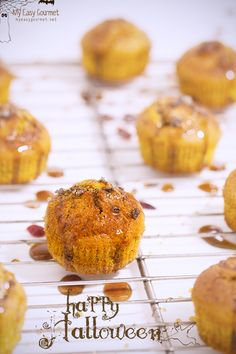 Cranberry Pumpkin Muffins with Salted Caramel - Enjoy these delicious pumpkin muffins garnished with caramel and vanilla flavoured salt flakes. World Recipes, Brunch Recipes, Caramel, Muffins, Pumpkin, Favorite Recipes, Flavoured Salt, Snacks, Gourmet