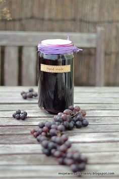Like the jar top Preserves, Party Favors, Blueberry, Cake Recipes, Mason Jars, Homemade, Cooking, Tableware, Sweet