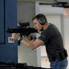 WOW look at those guns ahhh!!!!!!