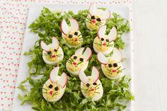 Œufs farcis en forme de lapin ---------------------Il existe d'innombrables variantes d'œufs farcis, mais aucune n'est aussi mignonne que celle-ci! Ces lapins sont aussi amusants à préparer qu'à servir.