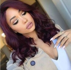 We've collected 47 gorgeous burgundy hair color ideas and styles that would look great with this sexy, rock-star hue. Go a bit outside your comfort zone and make an appointment with your stylist today to rock your new maroon or burgundy hair color! Pelo Color Vino, Pelo Color Borgoña, Color Red, Natural Hair Styles, Short Hair Styles, Wig Styles, Shoulder Length Hair, Fall Hair, Synthetic Hair