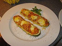 Zucchini mit Hackfleisch - Reis - Füllung, ein sehr leckeres Rezept aus der Kategorie Gemüse. Bewertungen: 215. Durchschnitt: Ø 4,4.