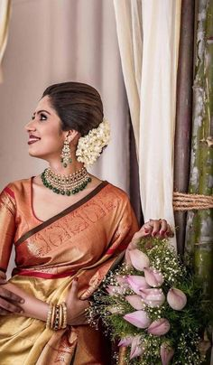 New indian bridal hairstyles for reception hindus blouse designs 70 ideas Saree Hairstyles, Indian Wedding Hairstyles, Bridal Looks, Bridal Style, Bridal Bun, Bridal Makeup, Bridal Hairstyle For Reception, Engagement Saree, Reception Sarees